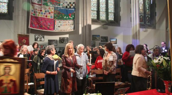 Сторонницы равноправия женщин рвутся на Вселенский Собор
